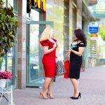 plus size women shopping at boutiques