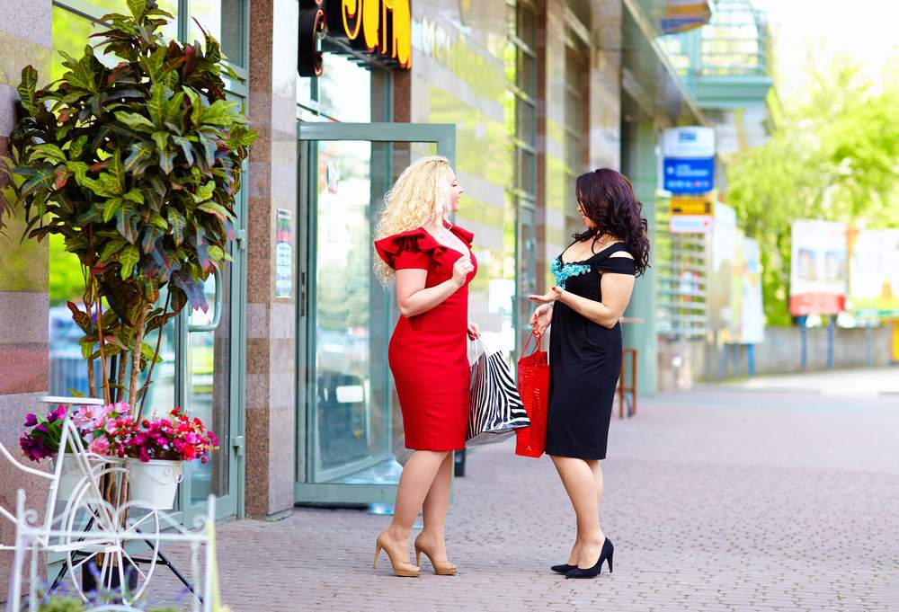 plus size women shopping at boutiques