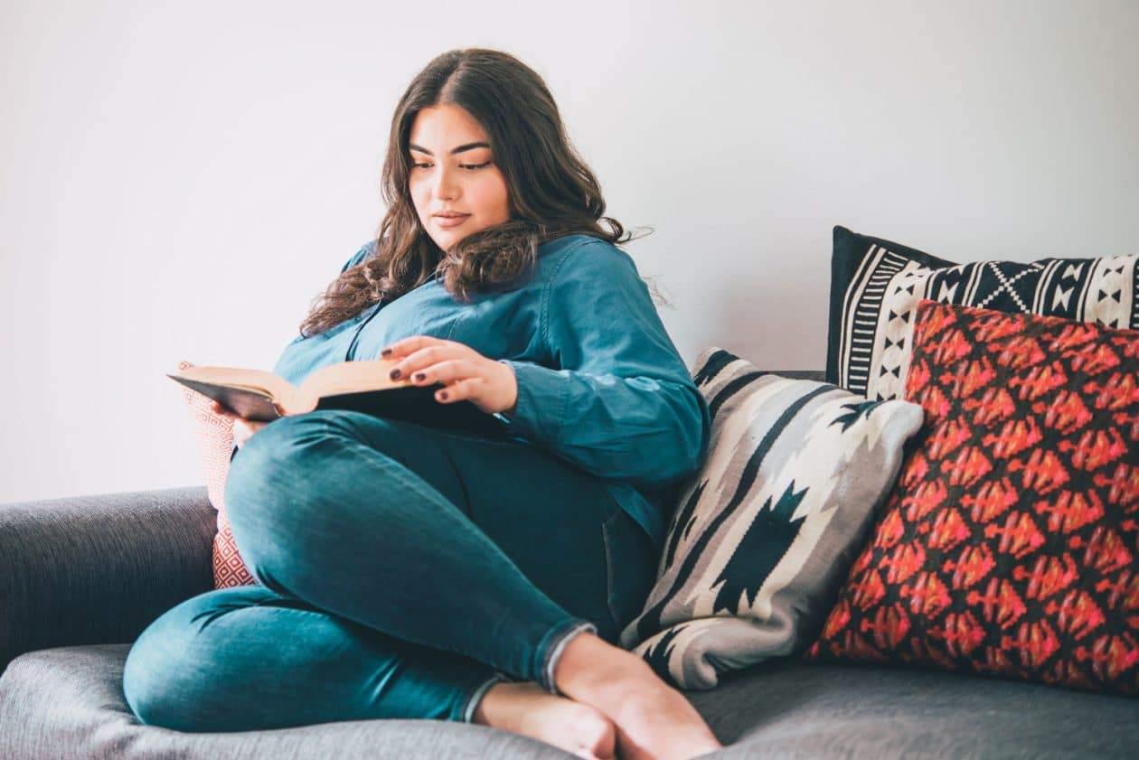 plus size woman reading